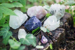 crystals-1567953_640